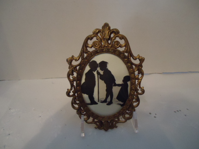 Small Silhoutte in Vintage Frame-