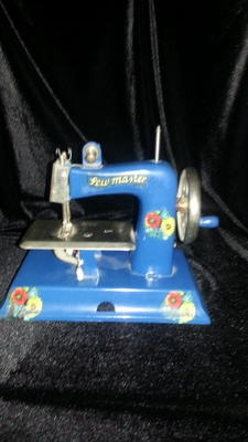 Child's Vintage Sewing Machine